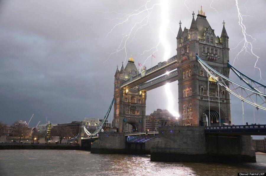 Lightning Strikes Tower Bridge, Amateur Photographer Captures Spectacular Image