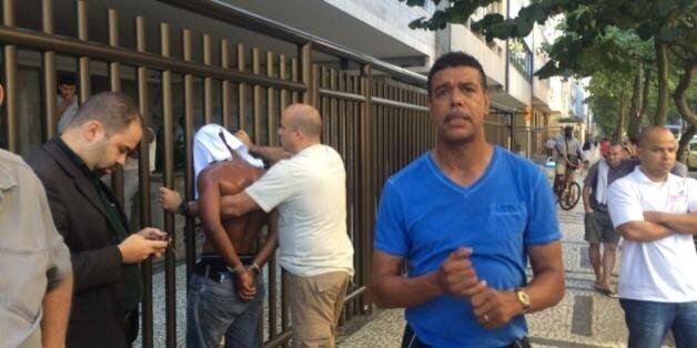World Cup 2014: Chris Kamara Catches Street Robber In