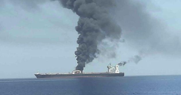 Deux pétroliers en feu après de présumées attaques au large de