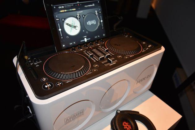 Armin van Buuren and Philips launch the M1X-DJ Sound