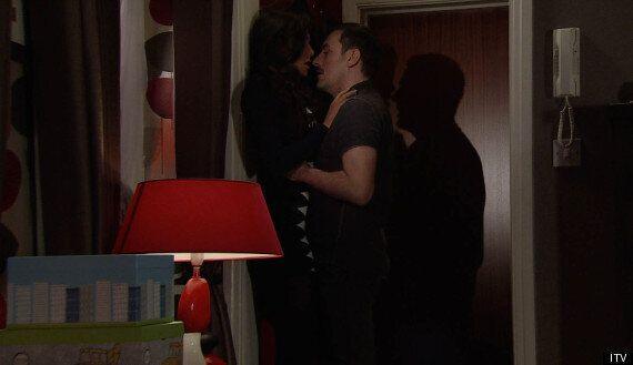 'Coronation Street' Spoiler: Tina And Peter Rekindle Their Affair On Valentine's