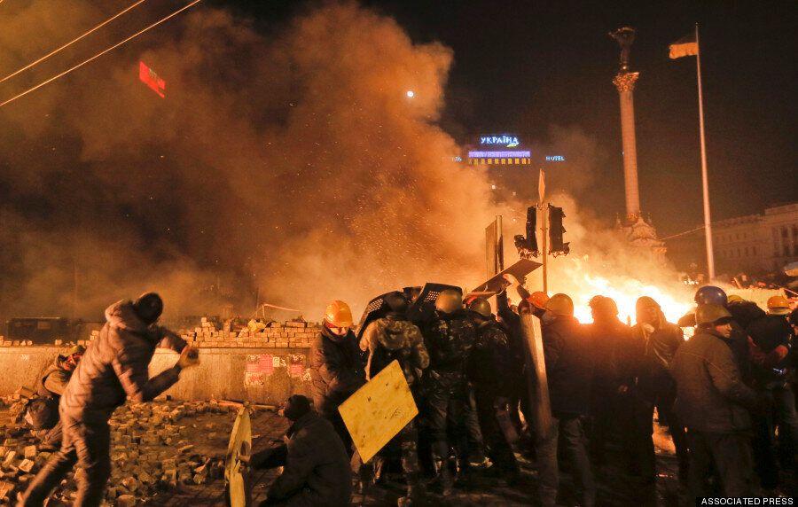 Ukraine Protests Leave 25 Dead And Hundreds Injured As Riot Police Burn Kiev Camp