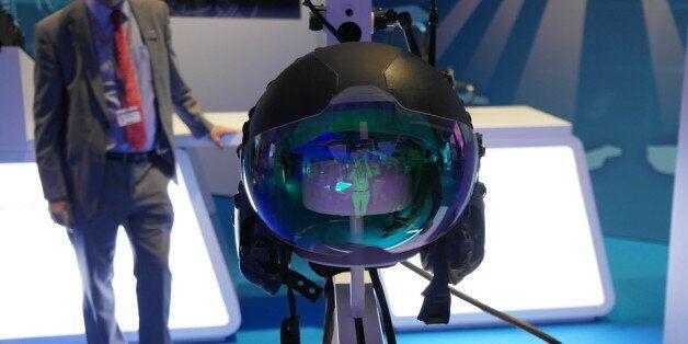 BAE Striker II 'Iron Man' Helmet Is The Future Of