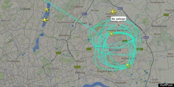 Mystery Plane With No Callsign Circles South London For