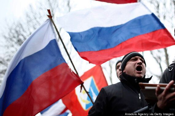Ukraine Crisis: Crimean Protesters Raise Russian Flag Over Parliament