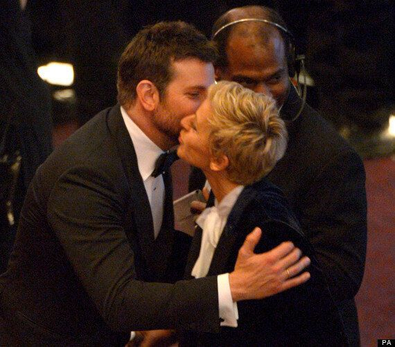 Oscars 2014: Ellen Degeneres Fares Brilliantly As Host, Treating A-Listers Like Friends At A