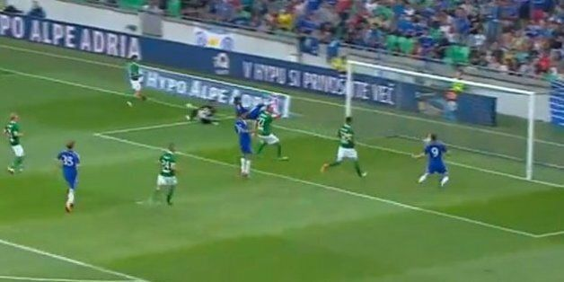 Fernando Torres Misses Open Goal From Two Yards