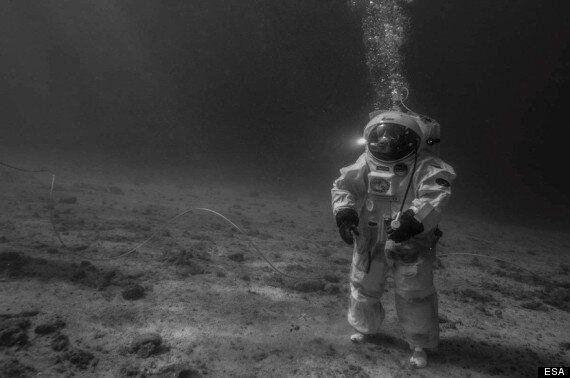 European Astronauts Recreate Moon Landings Under The Sea