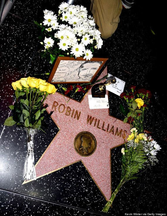 Robin Williams Dead: Fans Pay Their Respects With Floral Tributes On The Hollywood Walk Of Fame