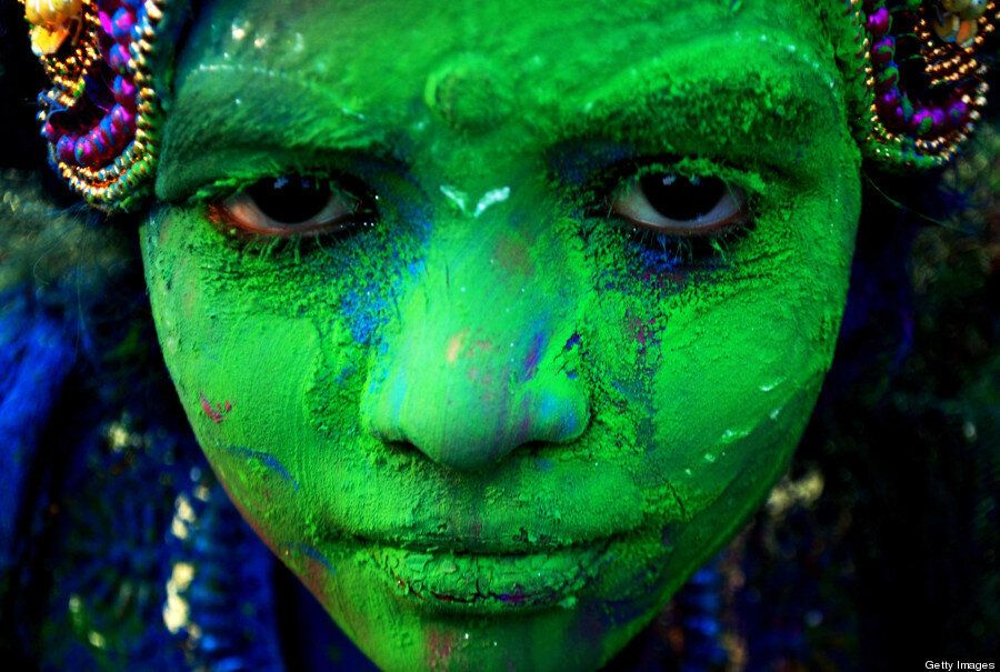 25 Beautifully Colourful Images Of The Hindu Festival Of Holi 2014