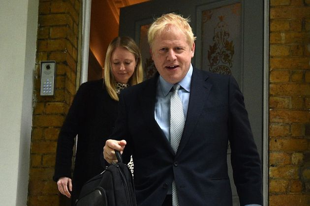 Boris Johnson lidera con facilidad la carrera para suceder a May tras la primera