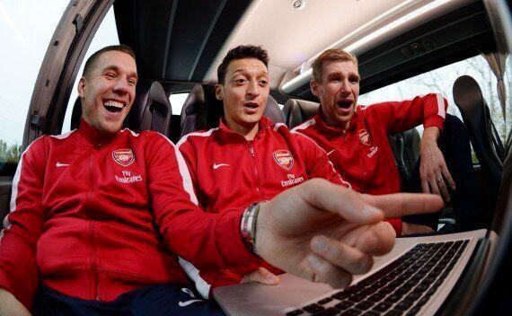Arsenal Stars, Including Mesut Özil, Ride Flight Simulator