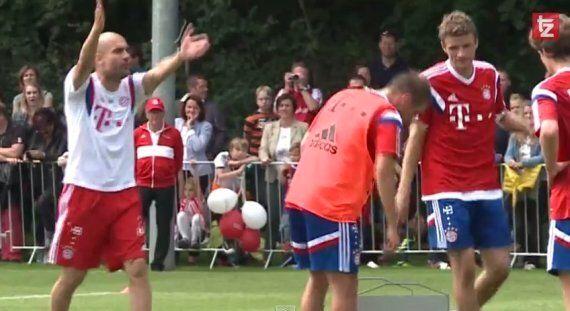 Pep Guardiola Manhandles Thomas Müller In Bayern Munich Training