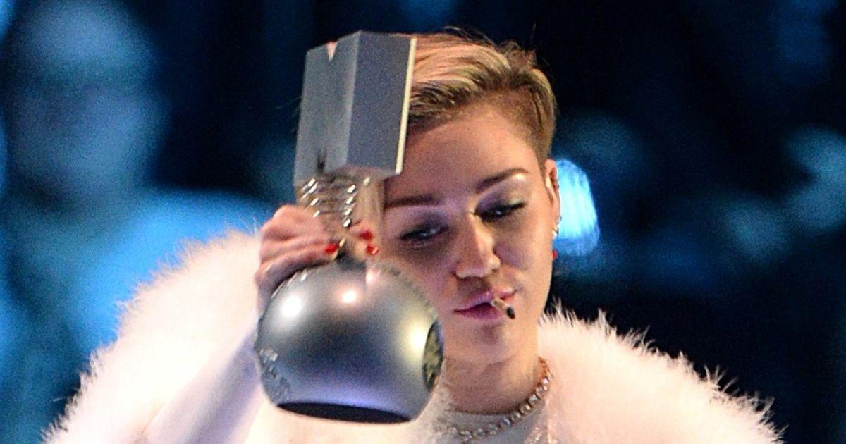 MTV EMAs 2013: Miley Cyrus Smokes What Looks Like Weed As