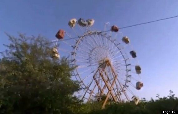 Woman Renews Marriage Vows With Ferris Wheel Named Bruce (VIDEO,