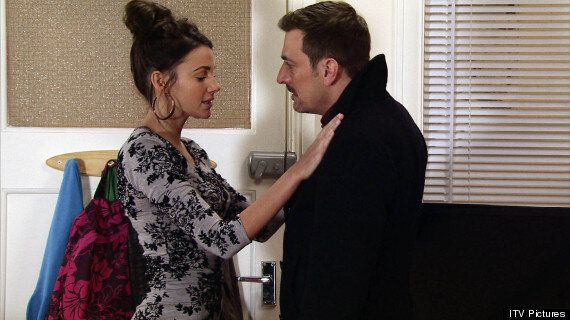'Coronation Street' Spoiler: Peter Turns To Alcohol When Carla Drops Pregnancy Bombshell
