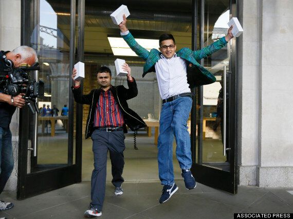 First IPhone 6 Customers In London Experience True Spiritual