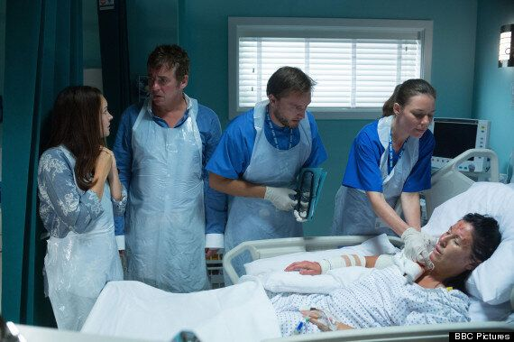 'EastEnders' Spoiler: Kat Confronts Her Burn Scars After Alfie's Arson Attack