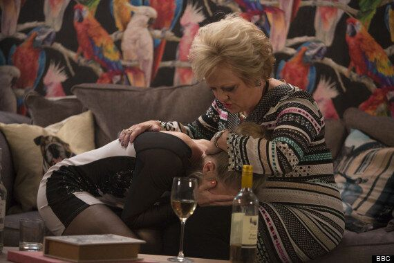 'EastEnders' Spoiler: Linda's Mother Arrives Following Dean's Shock Attack