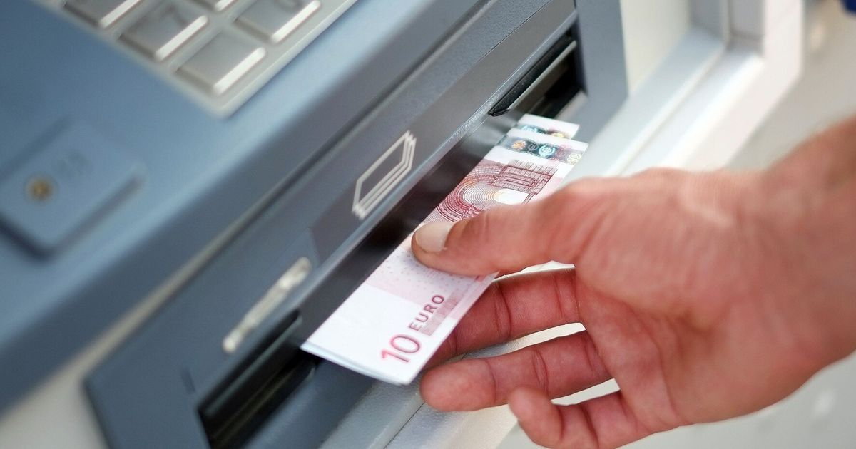 ATM Hack 'Handing Out Wads Of Cash' | HuffPost UK