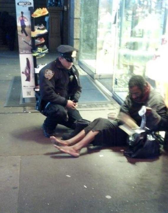 Selfless Muslim Man Gives Barefoot Bus Passenger His Shoes Saying 'I Live Close, I Can Walk'