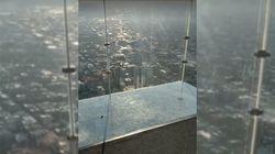 Le plancher de verre de cet immeuble de Chicago s'est fendu sous les pieds des