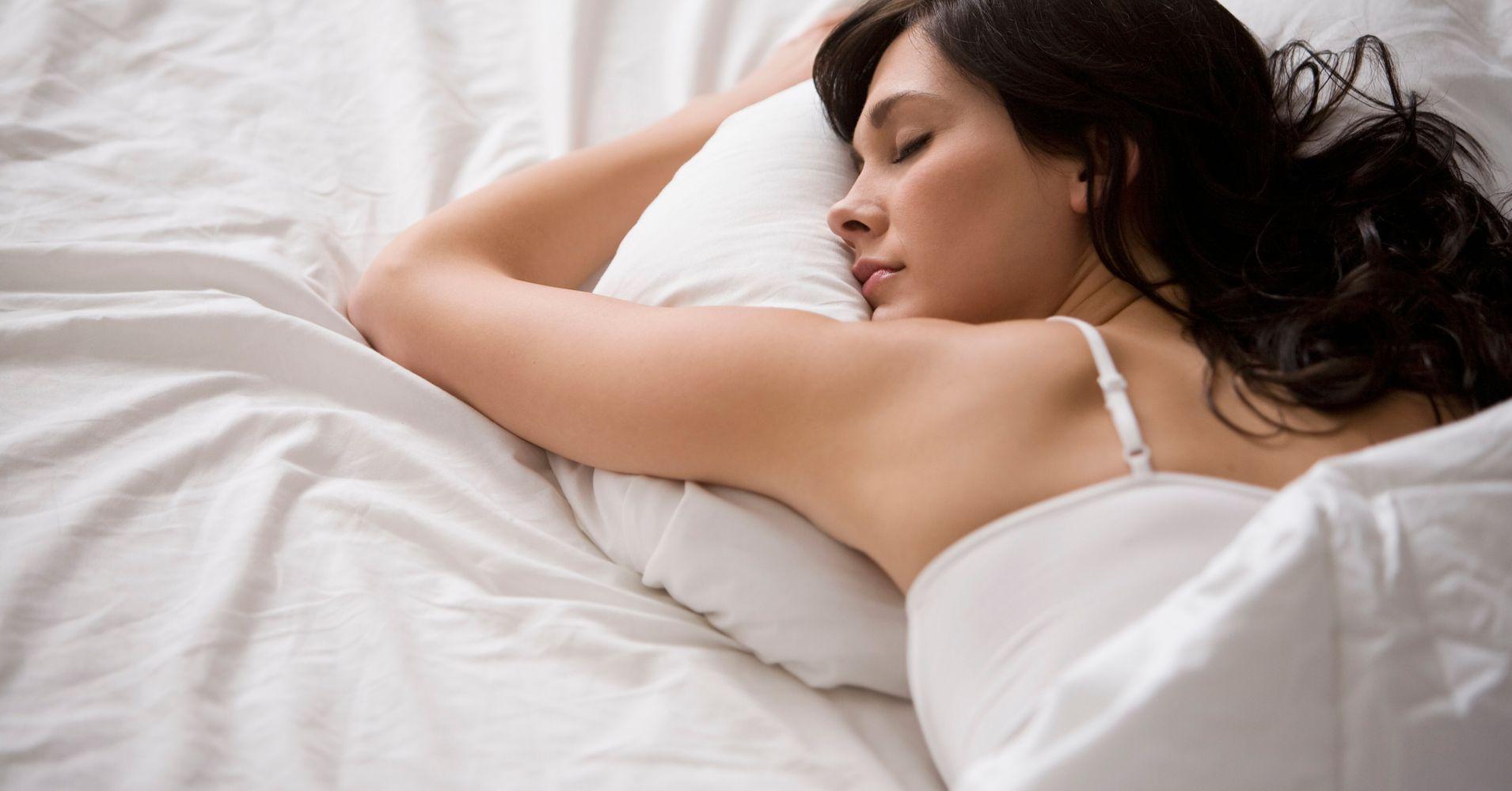 Review: Leesa's Hybrid Pillow Lets Me Sleep Through The Night Pain-Free