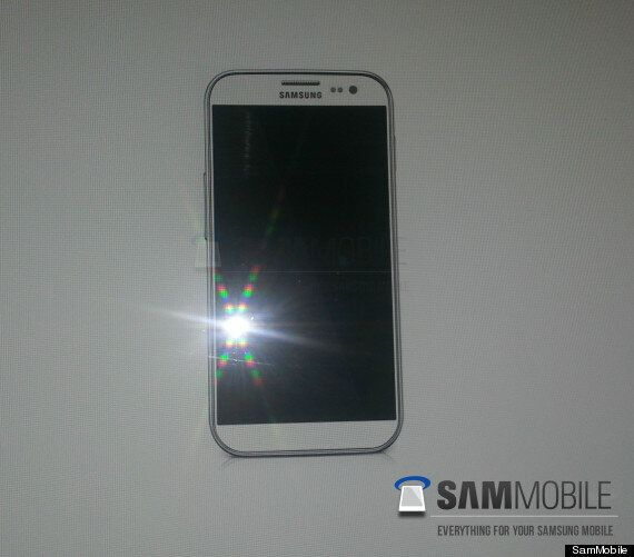 Samsung Galaxy S4 'Leak' Shows Giant Phone With No Buttons