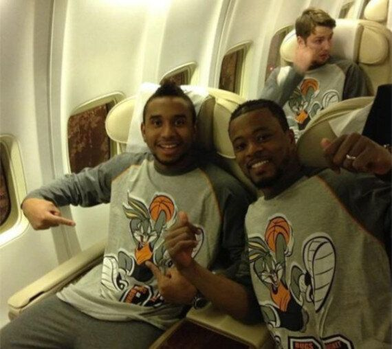 Manchester United Fly Out To Qatar In Loony Tunes Pyjamas