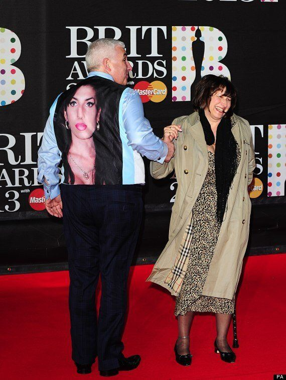 Brit Awards 2013: Mitch Winehouse Pays Tribute To Amy Winehouse On Red Carpet