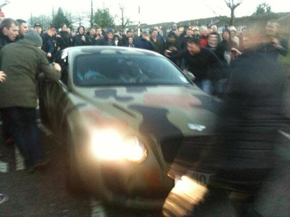 Mario Balotelli Heckled By Manchester United Fans In Bentley