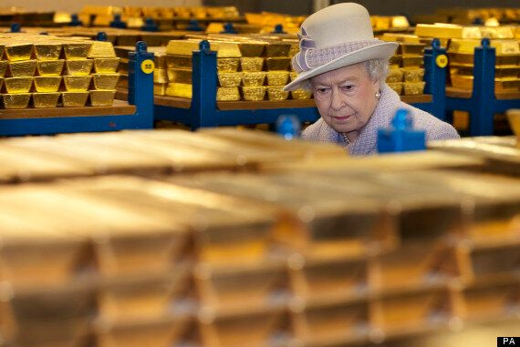 Queen Visits Bank Of England, Asks About 2008 Financial Crisis, Calls FSA 'Complacent'