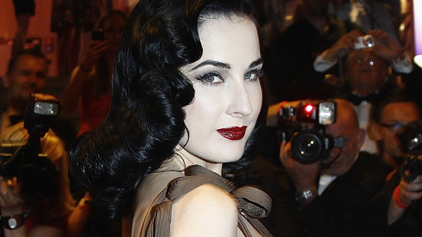 Why Dita Von Teese S Cat Made Her Late To The Party