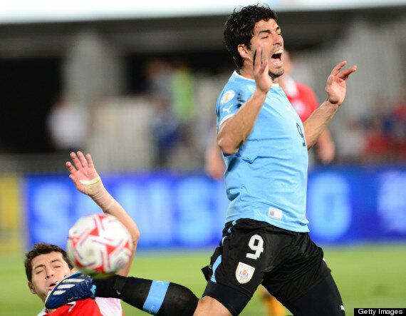 Luis Suárez Appears To Punch Gonzalo Jara In Uruguay's Defeat To Chile