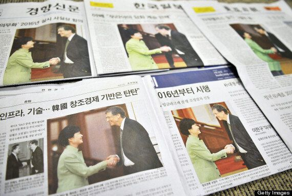 Bill Gates Offends South Koreans With Casual Handshake For