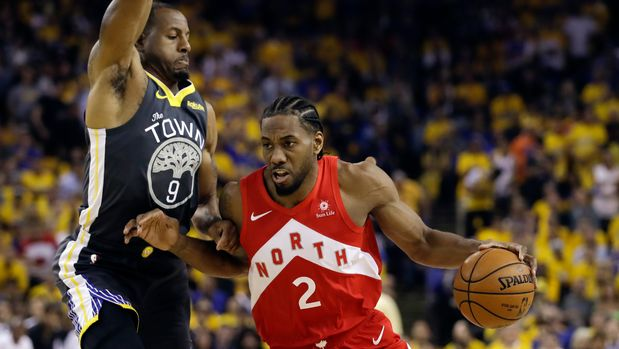 Toronto Raptors forward Kawhi Leonard (2) drives against Golden State Warriors forward Andre Iguodala (9) during the first half of Game 6 of basketball's NBA Finals in Oakland, Calif., Thursday, June 13, 2019. (AP Photo/Ben Margot)