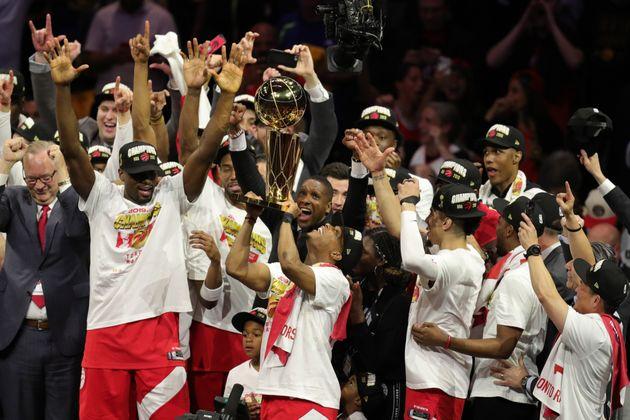 Les Raptors de Toronto remportent leur premier titre de NBA face aux Golden