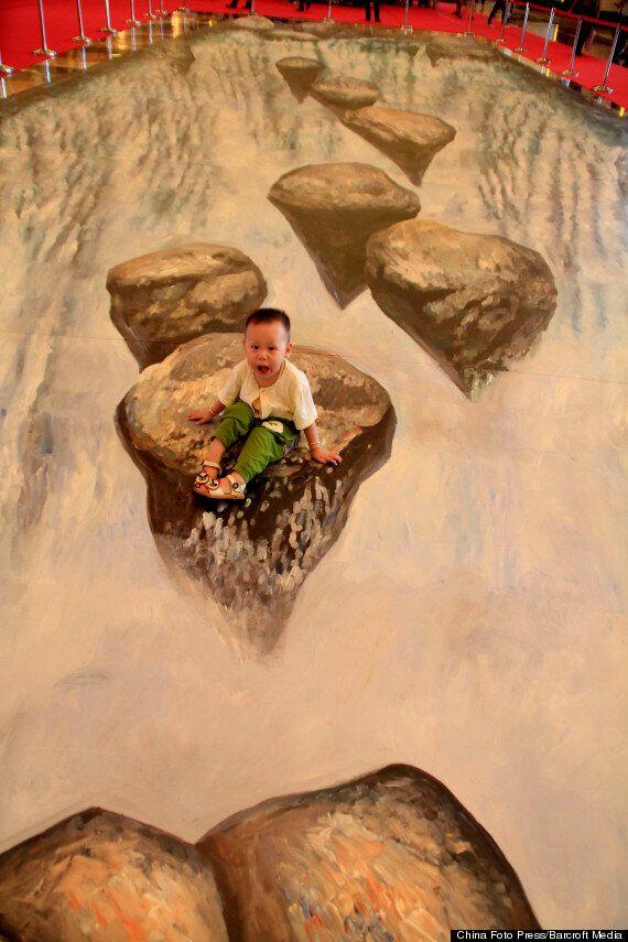 Street Art 3D Waterfall Delights Shoppers In