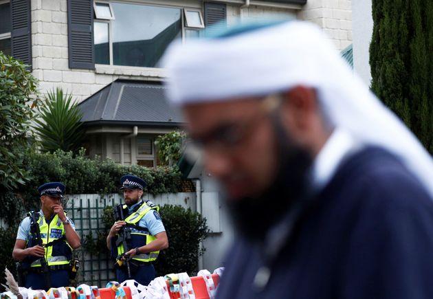 Des policiers devant la mosquée Al-Noor, l'une de celles visées lors de l'attentat de Christchurch,...