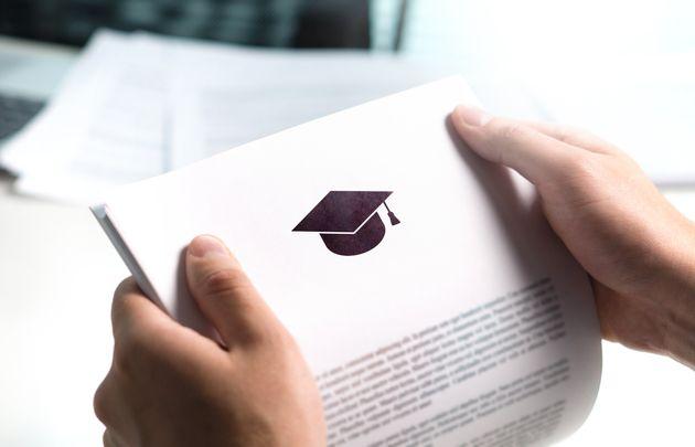 Accesso alla professione con titolo di studio falso, indagati 25