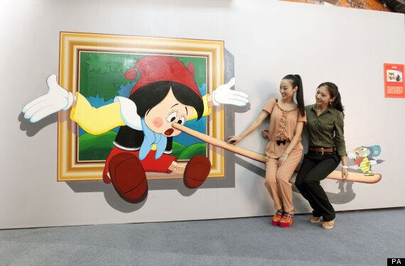3D Art Comes To Bejing And Visitors Get Stuck
