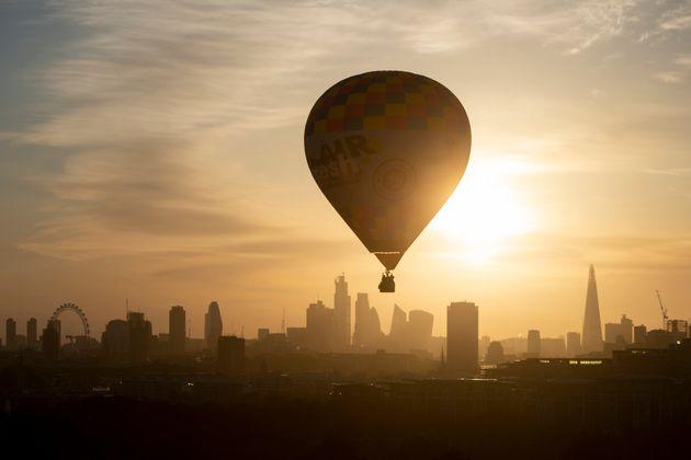 H Airbnb διοργανώνει τον «γύρο του κόσμου σε 80 ημέρες» - Πώς να πάρετε