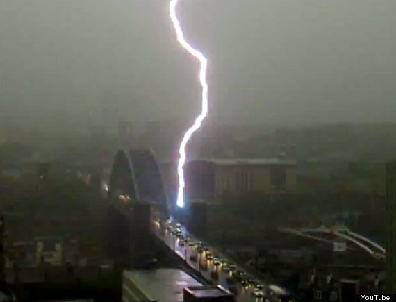 Lightning Strikes, 10 Scariest Bolts Caught On Film