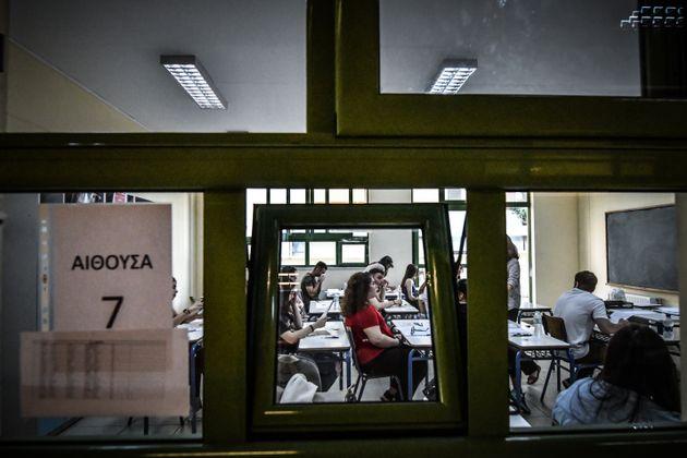 Πανελλήνιες: Οι απαντήσεις σε Λατινικά, Χημεία και Αρχές Οικονομικής