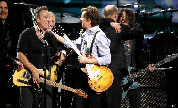 bruce springsteen paul mccartney cut off at hyde park concert here 39 s what they could have. Black Bedroom Furniture Sets. Home Design Ideas
