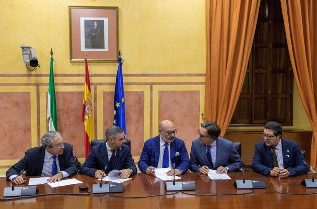 Firma del acuerdo de Presupuestos en Andalucía entre PP, Ciudadanos y la