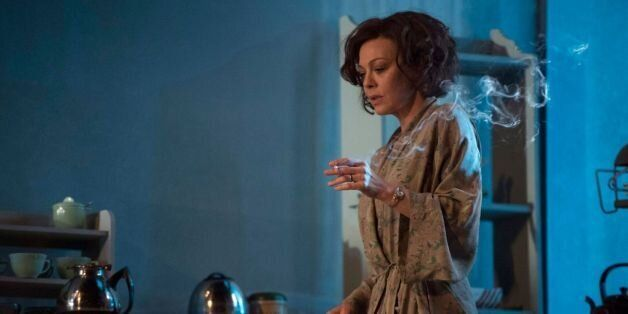 'The Deep Blue Sea' at the National Theatre: When a Bird in a Cage Gets a Room of Her