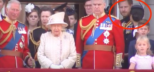 Polémica por el gesto del príncipe Enrique a Meghan Markle: la cara de ella después es un