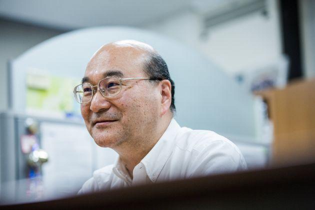 研究している新薬について語る岡センター長=2019年6月7日、東京都新宿区