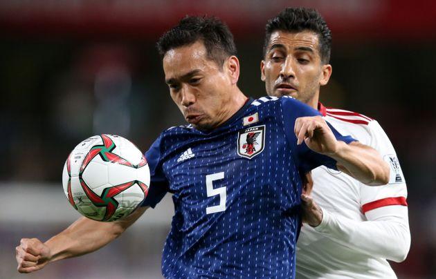 6月5日、長友選手は国際親善試合として行われたトリニダード・トバゴ戦でキャップ数が117となり歴代3位となった。更なる記録更新に向け、意欲を見せている(写真はアジアカップ)
